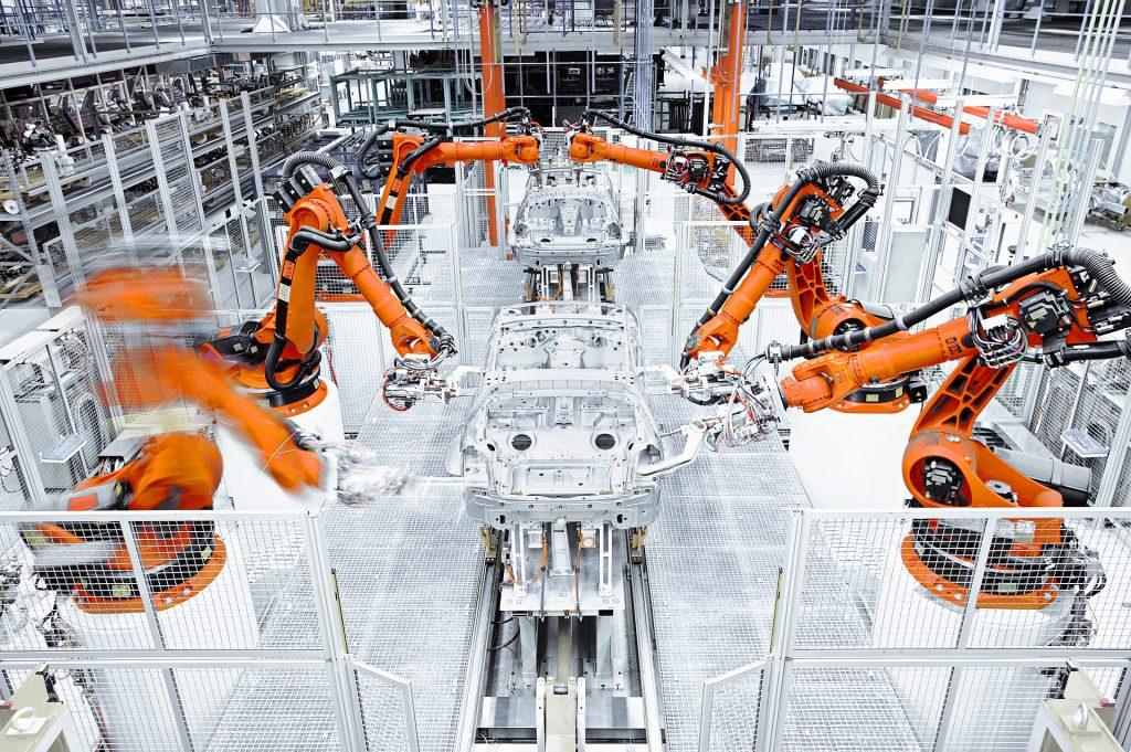 Ipar 4.0 megoldás KUKA Robotics robotokkal autógyárban