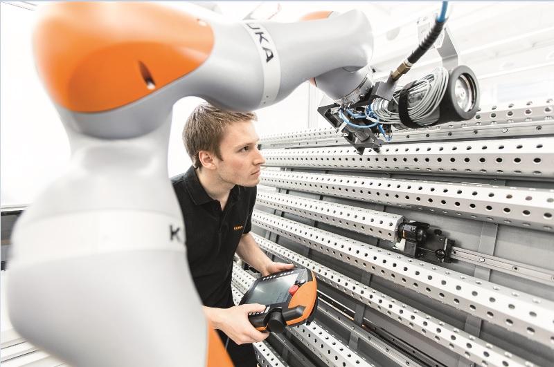 Ipar 4.0 megoldás a KUKA Roboticsnál.